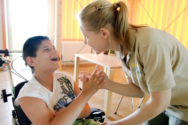 Der Sterntalerhof hat es sich als unabhängiger, gemeinnütziger mildtätiger Verein zur Aufgabe gemacht, Familien mit schwerkranken Kindern psychosozial umfassend und ganzheitlich zu stützen und zurück in einen normalen Alltag zu begleiten.